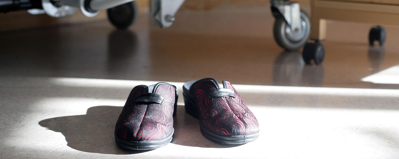 Chaussures médicales de confort et soin des pieds et jambes